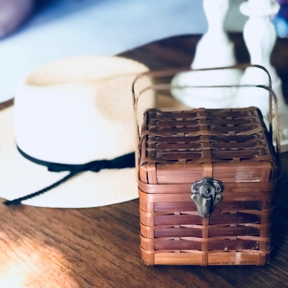 Vintage Handbags - Sweetest Vintage Woven Little Basket Purse Ever
